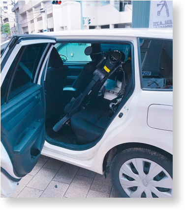 写真:車に積んでいる様子